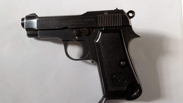 Armi usate Pistola Beretta M34 calibro 9 corto del 47 punzonata FAG 47 con 5×7 confezioni di munizionamento.
